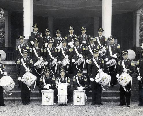Drumband, opgericht in 19.. door .... van der Weide